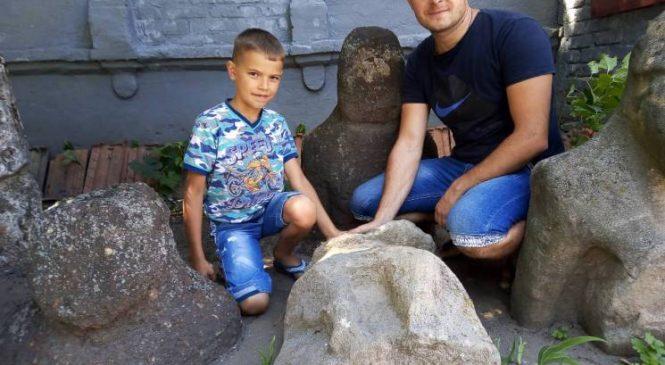 У Запорізькій області чоловік знайшов «бабу» серед степу (фото)