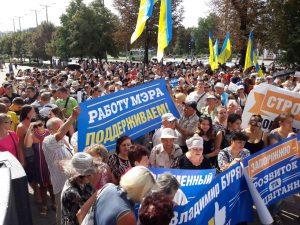 Под запорожской мэрией проходит митинг сторонников «ТРЦ Кальцева» — ФОТОРЕПОРТАЖ