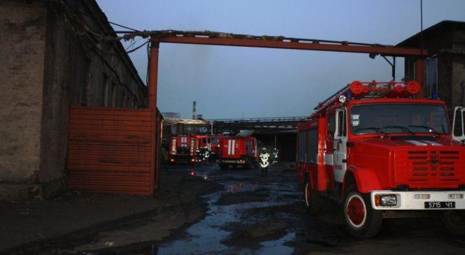 У Запоріжжі сталася пожежа на заводі: була загроза великого вибуху (фото, відео)
