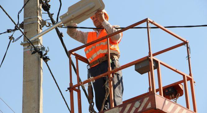 Запорожье продолжают освещать: в планах на 2018 год выполнить работы на 53 объектах (ФОТО)