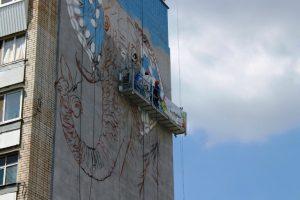 В Запорожье на стенах многоэтажек появятся рисунки: первый уже в процессе раскрашивания