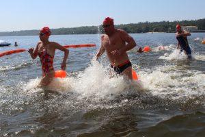 У Запоріжжі відбувся «Яскравий заплив» — майже 500 людей спробували перепливти Дніпро (фото)