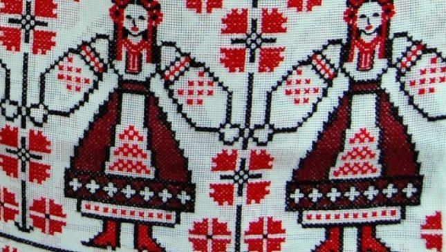 В Запорожской области студенты из Китая любовались украинской вышивкой