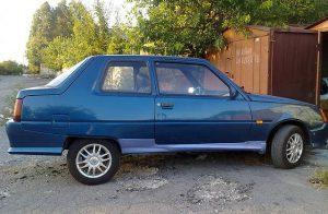Фотофакт: запорожские автолюбители-энтузиасты превратили «Славуту» в купе