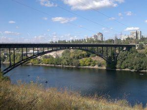 Трагедия на Арочном мосту в Запорожье: парня не удалось спасти