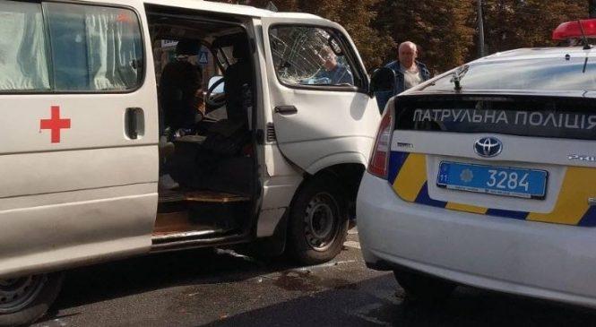 В Запорожье автомобиль скорой помощи попал в аварию (Фото)