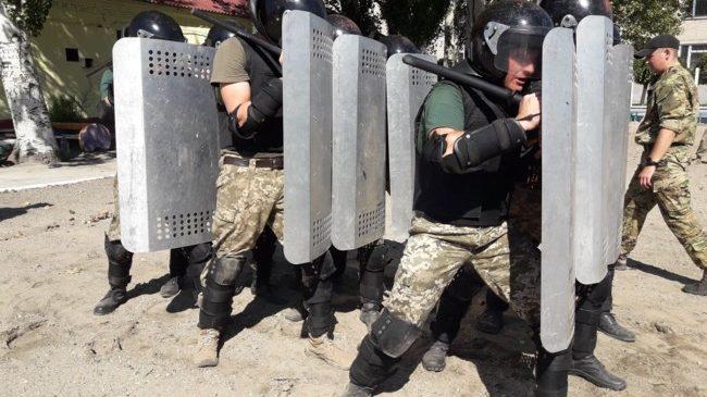 Бунт в колонії: поліцейські у Запорізькій області показали як будуть діяти у надзвичайній ситуації (фото)