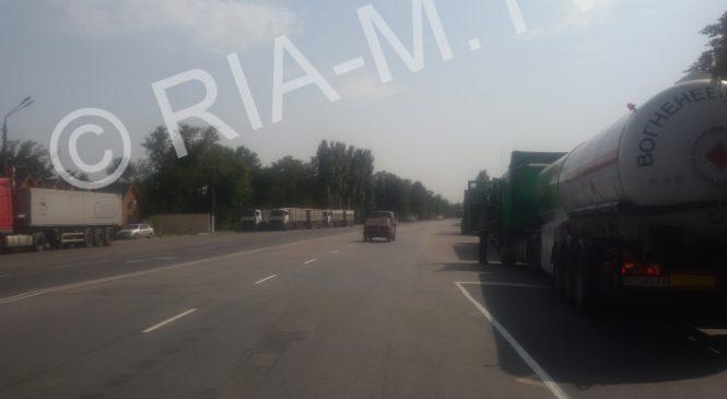 У Запорізькій області поліцейські затримують вантажівки (фото)