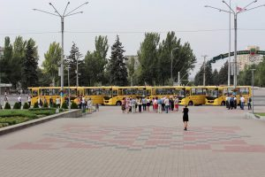 Шесть школ в Запорожской области получили новые автобусы