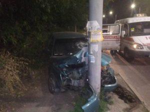 У Запоріжжі нетверезий водій врізався у стовп (фото)