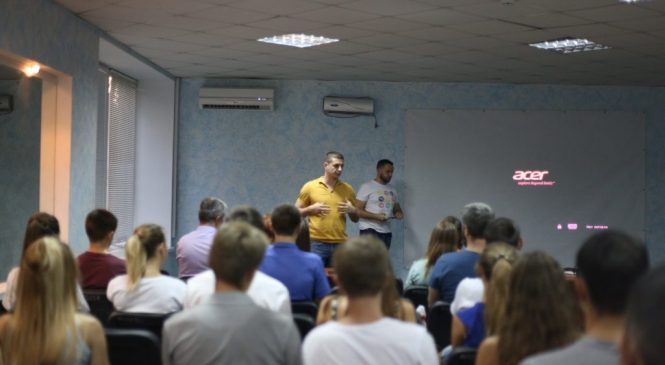 У Запоріжжі студенти літнього ІТ табору отримали безкоштовні запрошення на міжнародний захід (фото)