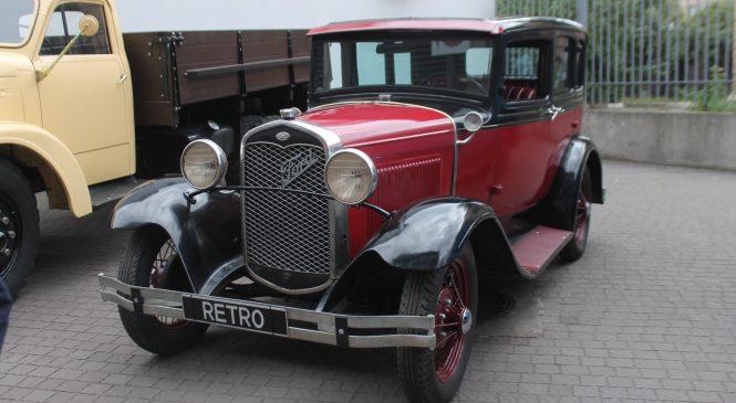 «РетроМоторФест.UA»: запорожцам на выставке демонстрируют уникальные ретро-автомобили, – ФОТОРЕПОРТАЖ