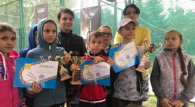 В Запорожье дети соревновались в большом теннисе