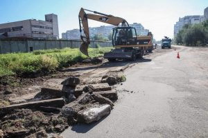 У Запоріжжі «будують» нову дорогу до Набережної (фото)