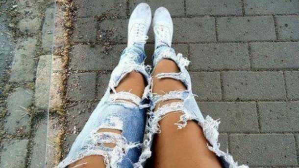 «Социальный эксперимент»: в Запорожской области учительница пришла в школу в рваных джинсах (Фото)
