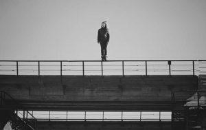 СМИ: в Запорожье молодая девушка спрыгнула с моста