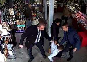 Трое на одного: в Запорожской области группа мужчин до бессознательного состояния избила грабителя