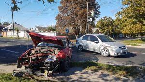 У Запорізькій області два легковики не розминулися на регульованому перехресті: постраждала водійка