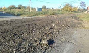 В Запорожской области асфальт не укладывают: им посыпают дороги (Фото)