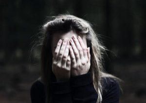 Запорожанку облили кислотой: к происшествию причастен ее бывший парень (Видео)