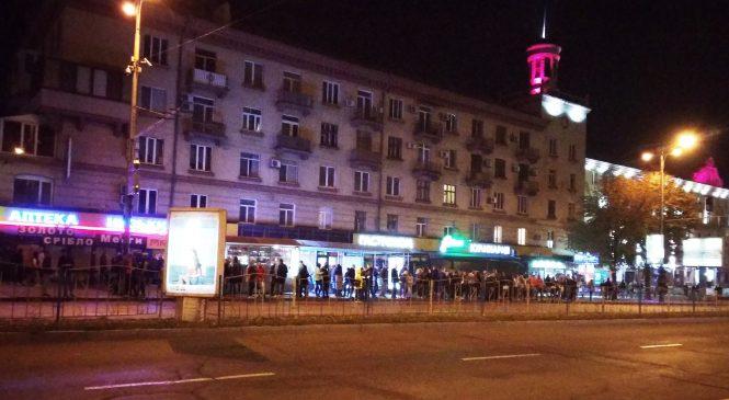 У Запоріжжі після святувань на зупинках були довжелезні черги на маршрутки