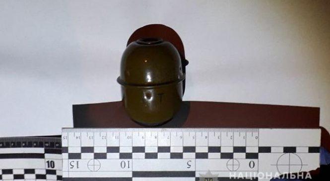 У Запоріжжі у чоловіка вилучили одразу два корпуси гранати та набої (ФОТО)