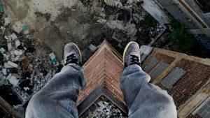 Медики прокоментували стан хлопця, який зірвався з 4-го поверху у Запорізькій області