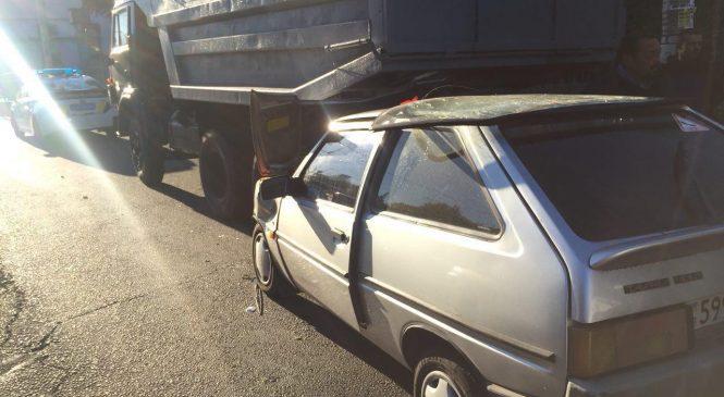 В Запорожье автоледи столкнулась с грузовиком: пострадало трое детей (Фото, видео)