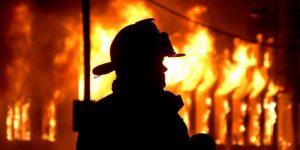Ночью в Запорожье горели автомобили и торговая палатка