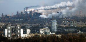 «Как же хочется жить за 2000 км от этого места»: горожане засняли очередное грязное облако над Запорожьем (Фото)