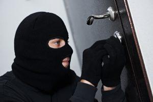 В Запорожской области грабитель пробрался в частный дом и похитил бытовую технику