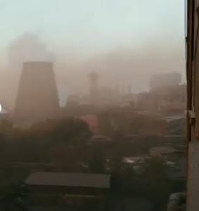 «Собственникам с миллиардными доходами жаль денег на очистительные установки , а мы должны этим дышать»: в сети показали кадры с запорожской газовой камеры (Видео)