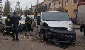 У Запорізькій області потрійна ДТП: одна з автівок ледь не спалахнула (фото, відео)