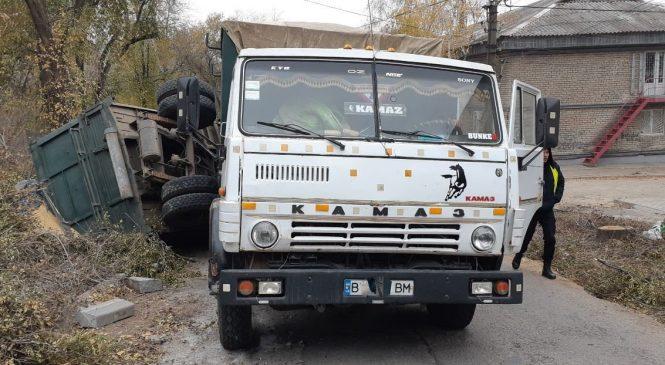 У Запоріжжі водій вантажівки навмисно влаштував ДТП (фото)