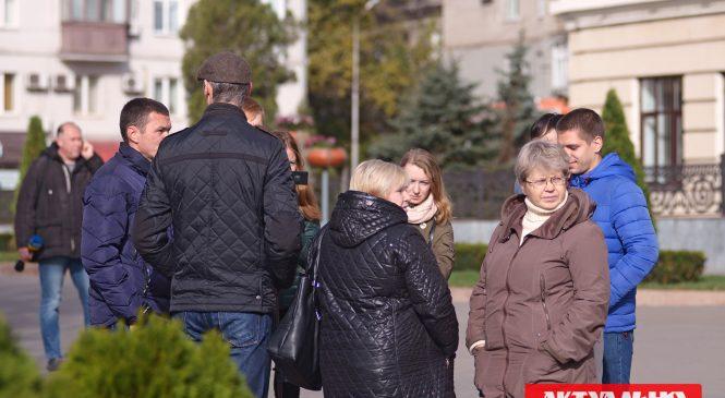 Возле городского совета пытались привлечь внимание общественности к транспортным проблемам города