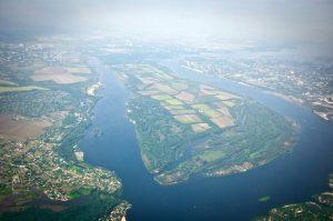 Запорожье сквозь облака: в сети появилось видео панорамы города, снятое из самолета