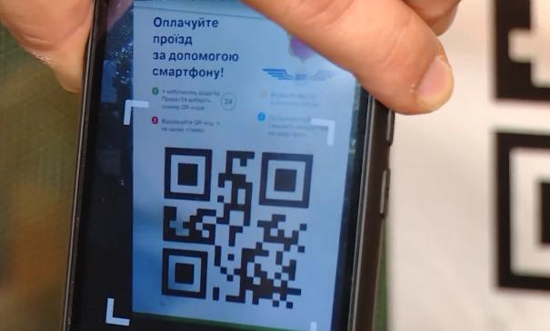 В Запорожье к безналичной оплате проезда присоединились еще два маршрута