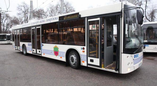 Як у Запоріжжі працюватиме громадський транспорт у новорічну ніч (графік)