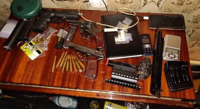 В Запорожье разоблачили полицейского-наркодилера, который организовал наркопритон (Фото)