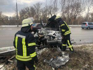 ДТП в Запорожье: автомобиль врезался в столб (Фото, видео)