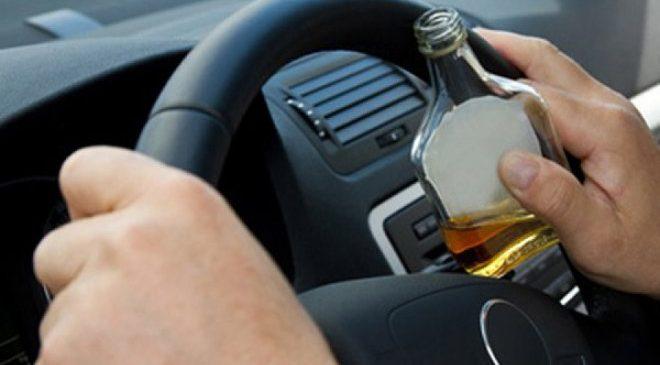 В Запорожской области пьяный в стельку водитель предлагал копам взятку: в его крови было выявлено 2.3 промилле алкоголя (Видео)