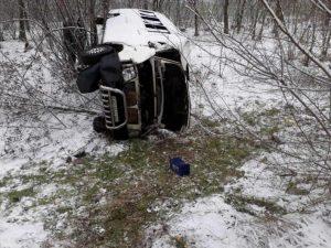 Появились подробности и фото с места ДТП в Запорожской области, в котором перевернулась маршрутка (Фото)