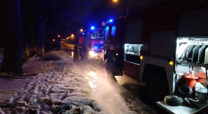 Ночью в Запорожье горело студенческое общежитие (фото, видео)