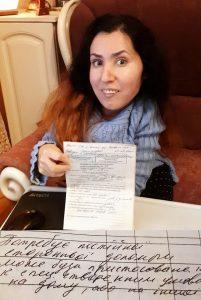Известная запорожская художница, которую не взяли на работу из-за инвалидности, теперь может трудоустроиться официально (Фото)