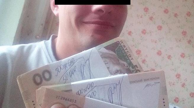 Житель Запорожья публиковал в сети фото с деньгами и был обворован