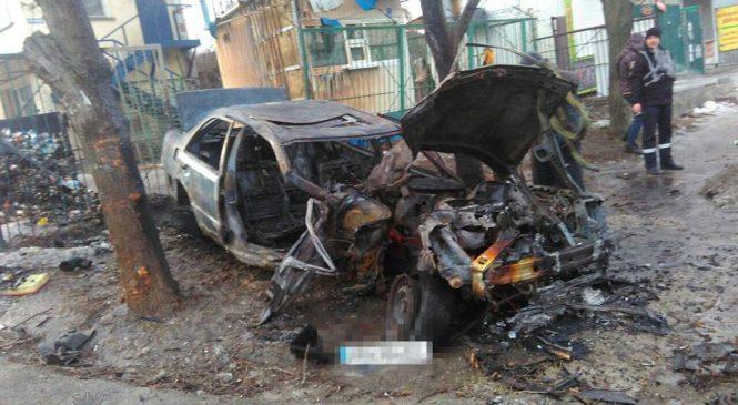 У Запоріжжі патрульні врятували людей з палаючої автівки (фото)