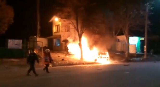 В Запорожье после ДТП вспыхнул автомобиль (видео)