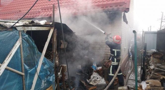В Запорожской области случился пожар в хозяйственной постройке (фото)