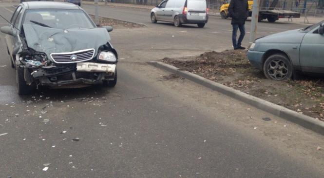 Очередное ДТП на запорожской Набережной: столкнулись два авто (Фото)