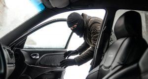 В Запорожье копы остановили авто, водитель которого был пьян и без документов: полиция устроила погоню за автоугонщиком (Видео)